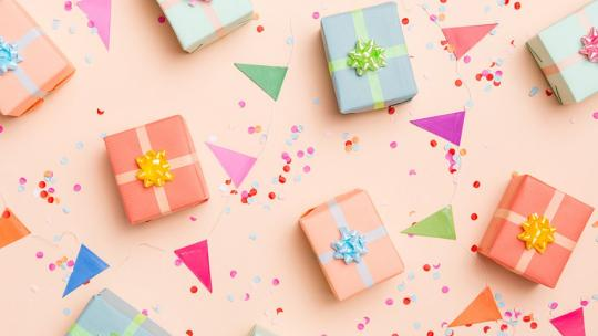 Presents on pink background with glitter and bunting