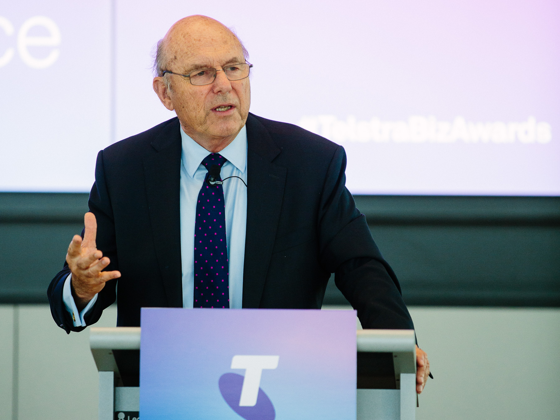 Robert Gottliebsen addresses an audience at the Telstra Business Awards